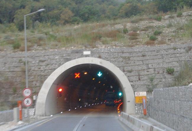 Cilat veprime ju ndalohen në tunel?