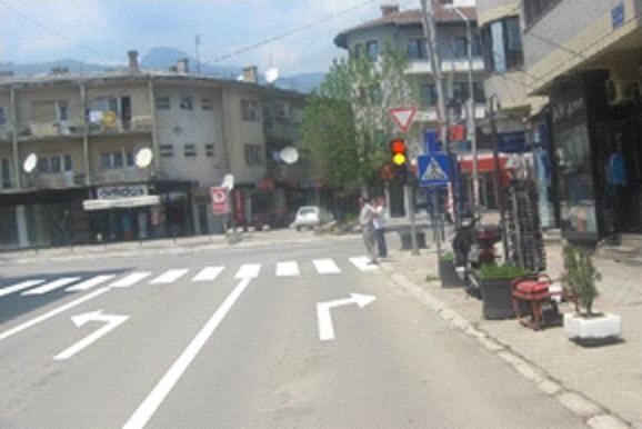 Në semafor janë të ndezura dritat me ngjyrë të kuqe dhe të verdhë në të njëjtën kohë. Çka duhet të keni parasysh në këtë situatë?