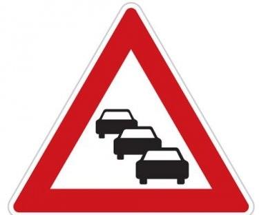Çka paralajmëron kjo shenjë e trafikut?