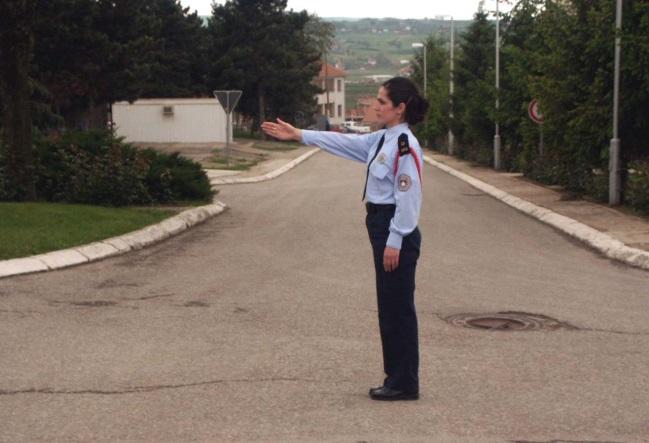 Cilët pjesëmarrës në trafik e kanë kalimin e lirë sipas pozitës së policit?