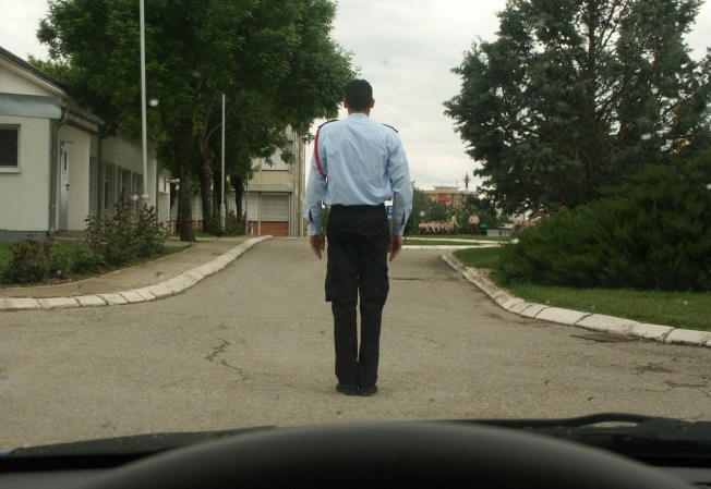 Në cilat drejtime ju ndalohet të lëvizni sipas pozitës së policit?