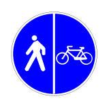 Sinjali në figurë tregon një pistë biçikletash ngjitur me trotuarin.