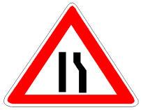 Sinjali në figurë paralajmëron një ngushtim të karrexhatës nga krahu i majtë.