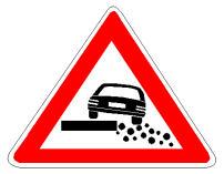 Sinjali në figurë, si rregull, në rrugë interurbane është 150 metër para zonës ku fillon dëmtimi i bankinës.