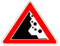 Sinjali në figurë paralajmëron rrezikun e rënies së gurëve nga shkëmbinjtë, që ndodhen në anën e majtë të rrugës.