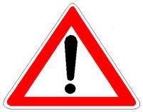 Sinjali në figurë është një sinjal vertikal që paralajmëron rrezik.