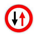 Në prani të sinjalit në figurë duhet të kufizojmë shpejtësinë.