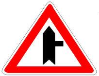 Sinjali në figurë tregon një kryqëzim, në të cilin kemi përparësi ndaj mjeteve që vijnë nga e djathta.
