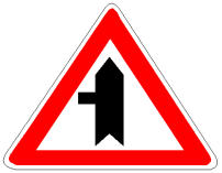 Sinjali në figurë paralajmëron një ndërprerje me një linjë hekurudhore.