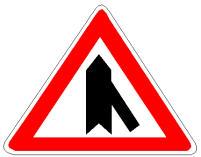 Në autostradë, në prani të sinjalit në figurë, duhet të rrisim shpejtësinë.