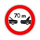 Sinjali në figurë paraqet kufizim shpejtësie prej 70 km/orë për autoveturat.