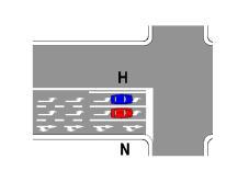 Sipas sinjalistikës në figurë, mjeti N lejohet të kalojë drejt kryqëzimin.
