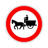 Sinjali në figurë ndalon qarkullimin e të gjithë llojeve të mjeteve pa motor.