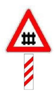 Sinjali i shoqëruar me panelin distancometrik, si në figurë, tregon se në largësinë 150 metër ndodhet një kalim në nivel i ruajtur me barriera.